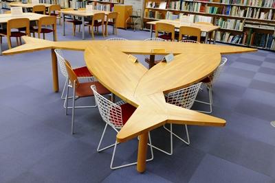 さんまをモチーフにしたテーブル